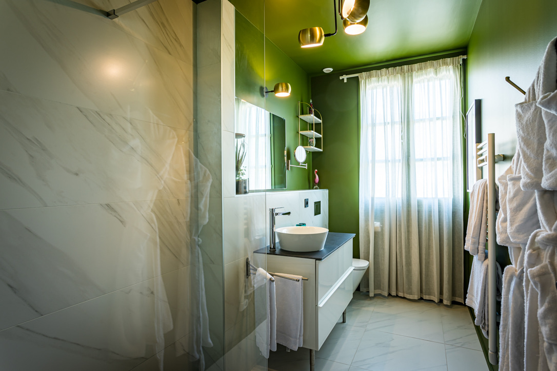Le Globe- chambre prestige-salle de bain